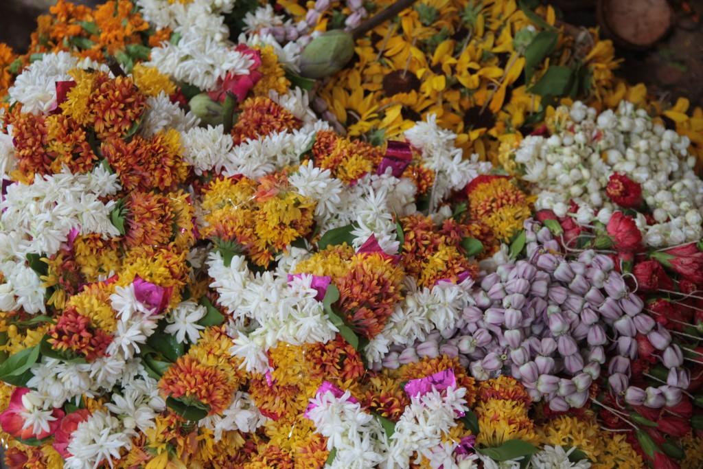 Offrande de Fleurs, Puja