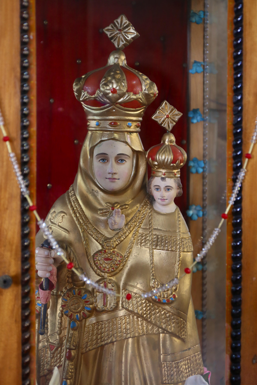 Vierge Marie à l'enfant Jésus, bois polychrome, cathédrale de Fort Kochin - Kerala