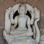 La déesse Gangā, la déesse du Gange, son véhicule (vāhana) est soit un gavial du Gange (makara)