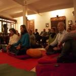 Participants au concert à l'Ashtanga Yoga Institute