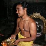 Pūjari Brahman, Puja Temple