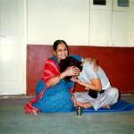 Amma réconfortant une élève