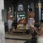 Puja, temple de Sri Ramana Maharshi Ashram