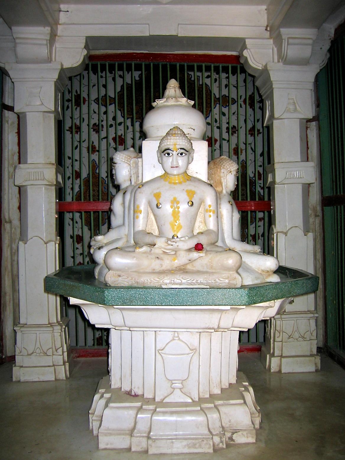 Un Tîrthankara est un maîtres jaïn qui a atteint l'état d'omniscience