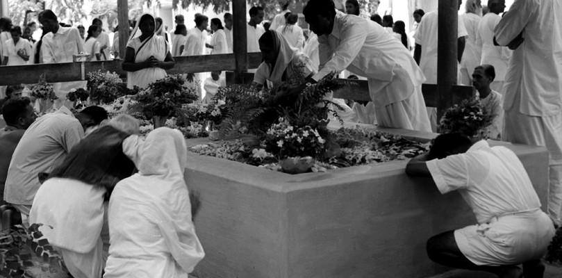 PH.Studio/Oct.54,A57i/A09b Sri Aurobindo's Samadhi at Sri Aurobindo's Ashram at Pondicherry.
