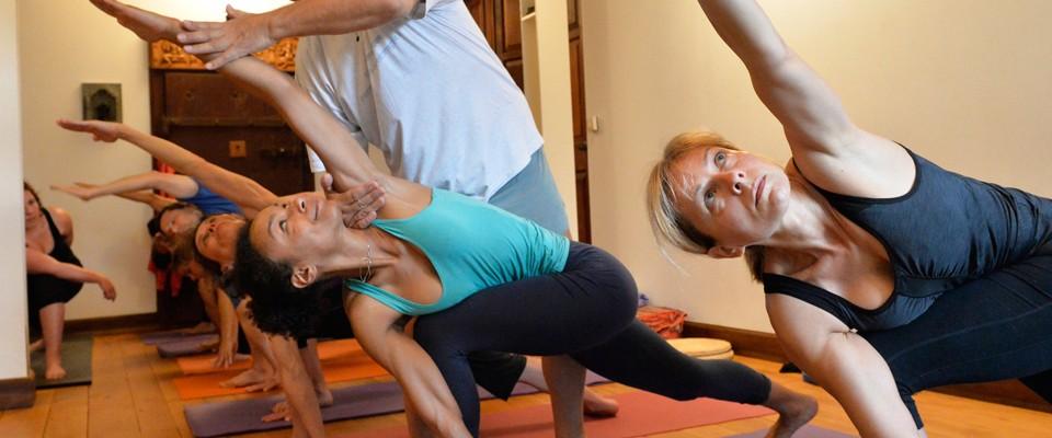 Ashtanga yoga class for beginners, (simplified) primary ...