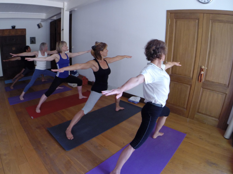 cours d 39 ashtanga yoga pour d butant premi re s rie simplifi e le jeudi midiashtanga yoga. Black Bedroom Furniture Sets. Home Design Ideas